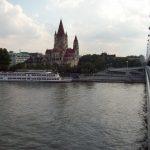 Vienna, il Danubio non è sempre blu!  Ci sono stata due volte, una in gita scolastica e mi ricordo più la birra che il danubio